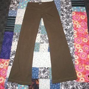 LULULEMON Olive green boot cut Yoga Pants Sz 8